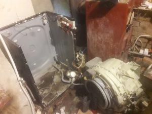 Wyciek wody z pralki Amica - naprawiaj, nie wyrzucaj