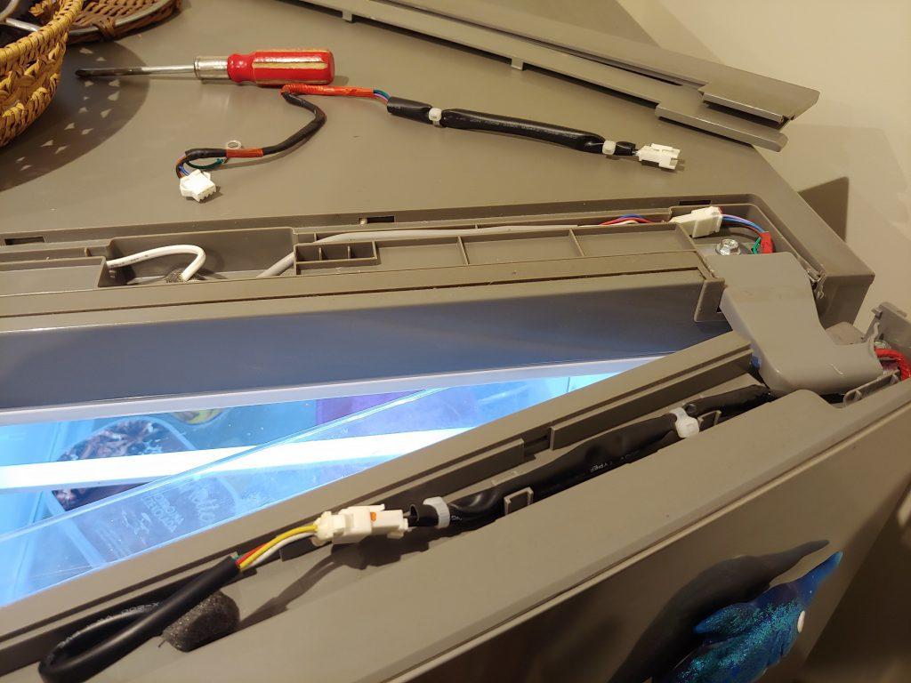 Wymiana wiązki kabli wyświetlacza w drzwiach lodówki Amica