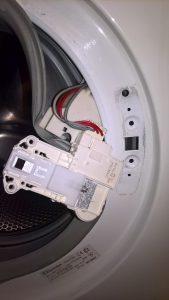 Wymiana blokady w pralce Electrolux - naprawiaj, nie wyrzucaj