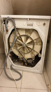 Wymiana pompy odpływowej w pralce Indesit WIL63 - naprawiaj, nie wyrzucaj