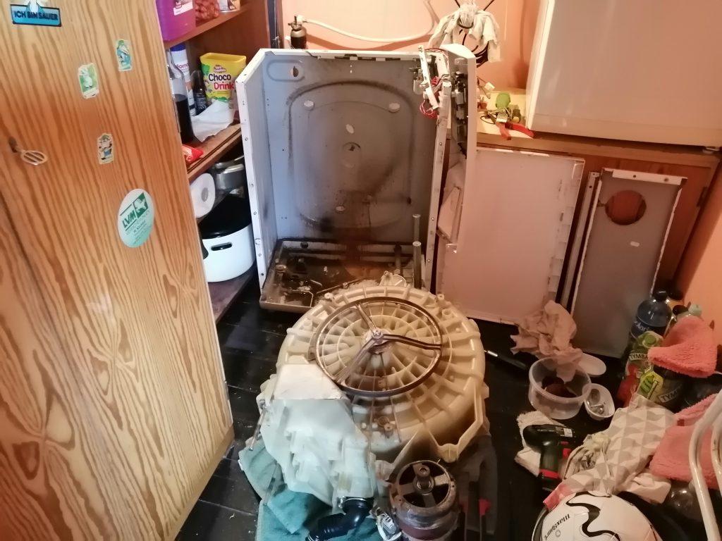 Wymiana amortyzatora w pralce