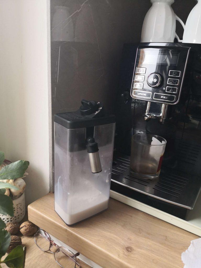 Wymiana pojemnika na mleko w ekspresie Delonghi