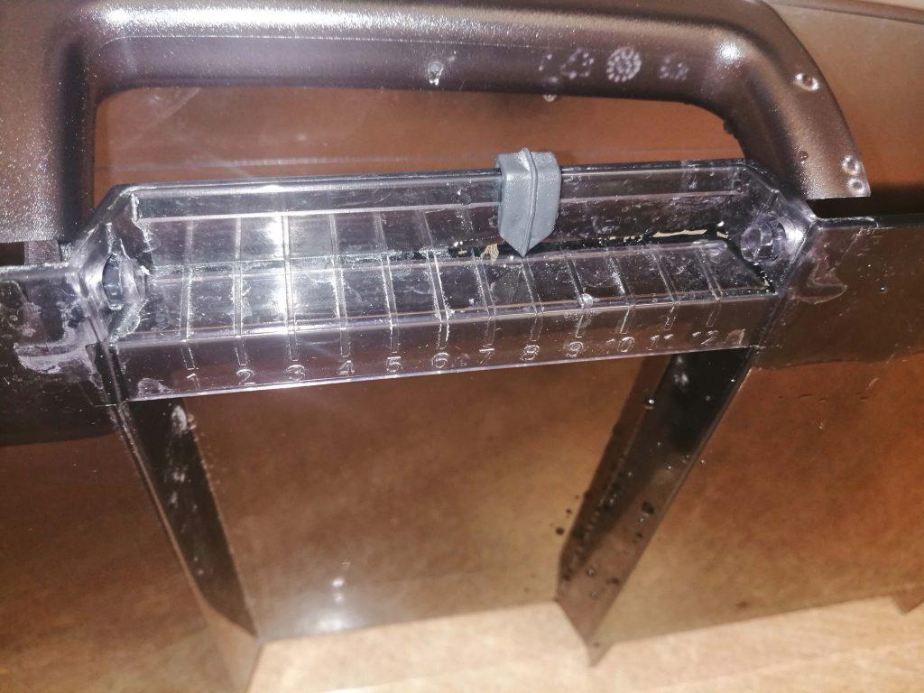 Wymiana uchwytu w pojemniku na wodę