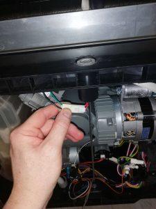 Wymiana pompy w zmywarce - naprawiaj, nie wyrzucaj
