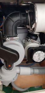 Wymiana pompy w zmywarce Whirlpool ADP 402 IX - naprawiaj, nie wyrzucaj