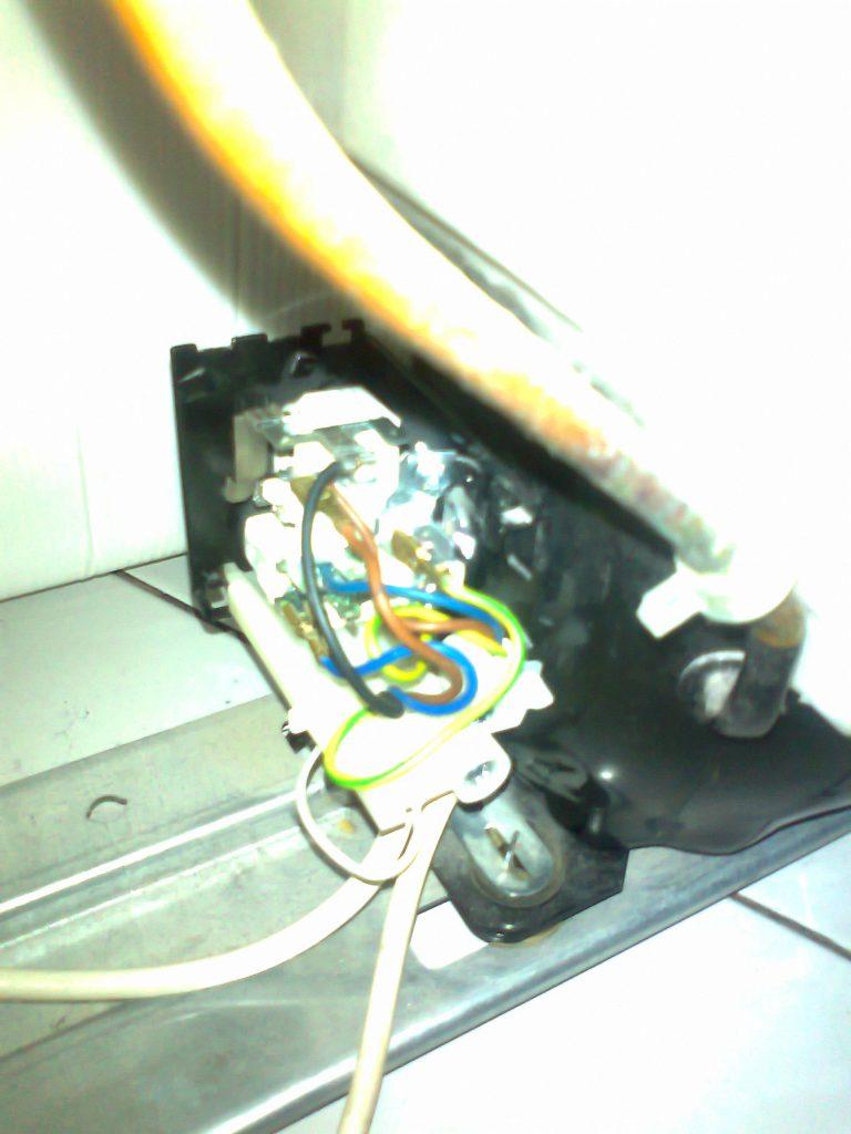 Wymiana startera w lodówce Electrolux