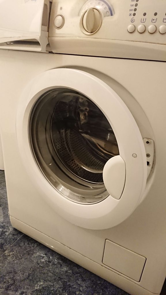 Wymiana obudowy drzwi w pralce Electrolux