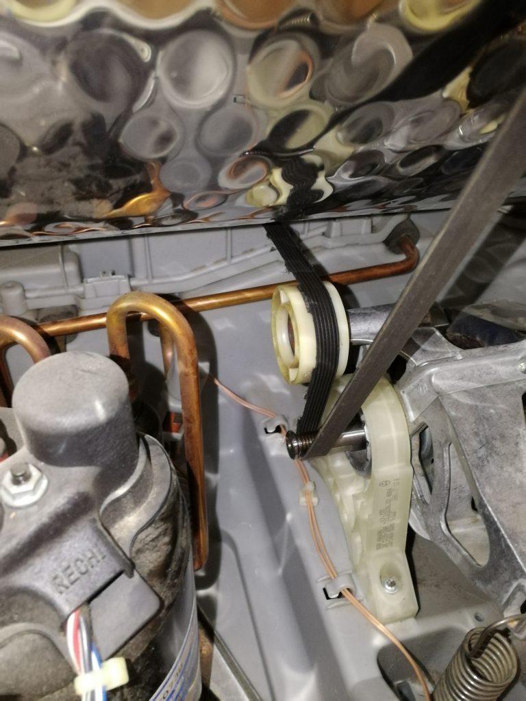 Wymiana paska i rolki napinacza w suszarce Bosch