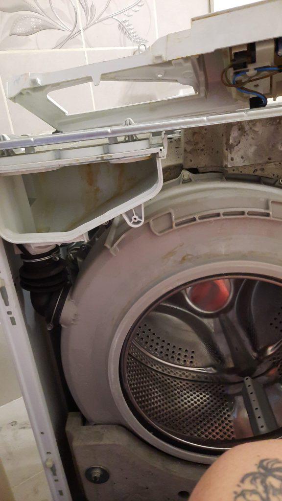 Wymiana pompy odpływowej w pralce