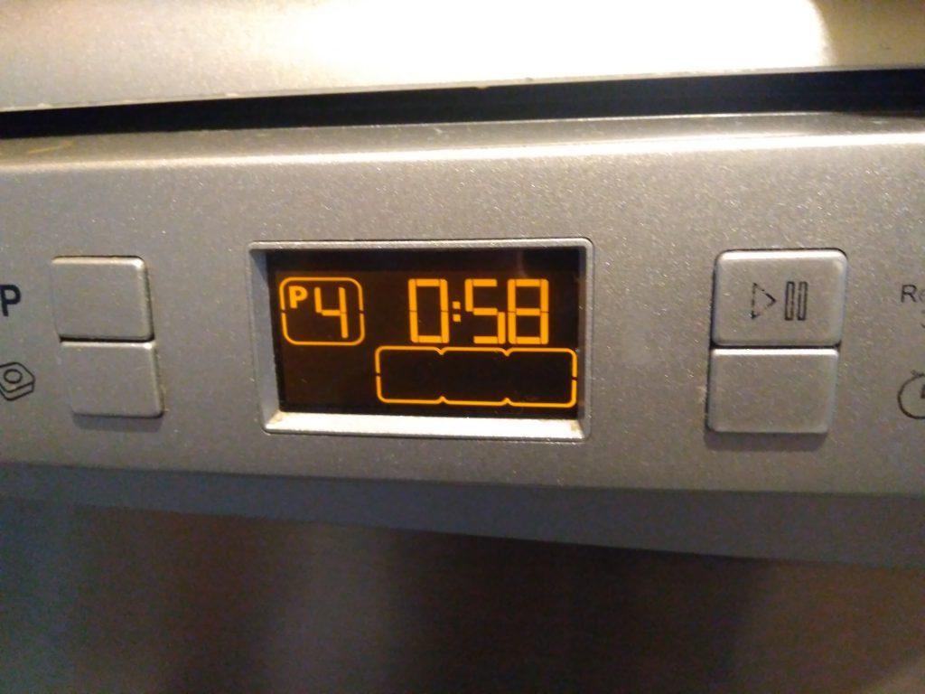 Wymiana panelu przedniego w zmywarce Beko DSFS6831X