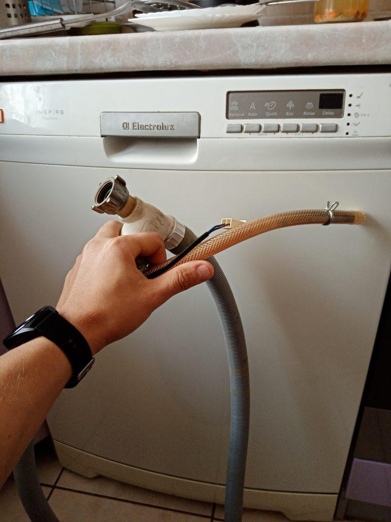 Wymiana węża aquastop w zmywarce Electrolux