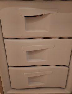 Wymiana ramek i frontów szuflad w lodówce Indesit - naprawiaj, nie wyrzucaj